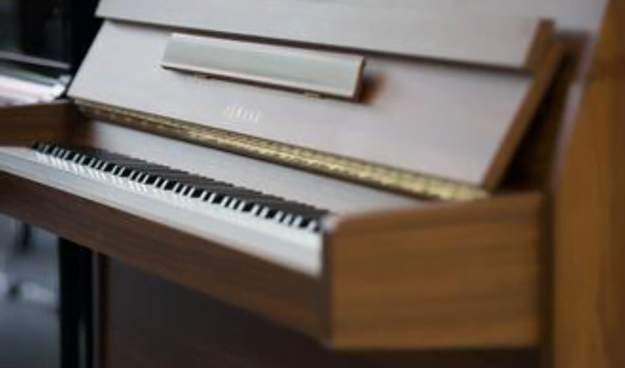 看上去光泽的雅马哈钢琴下暗藏的危机重重