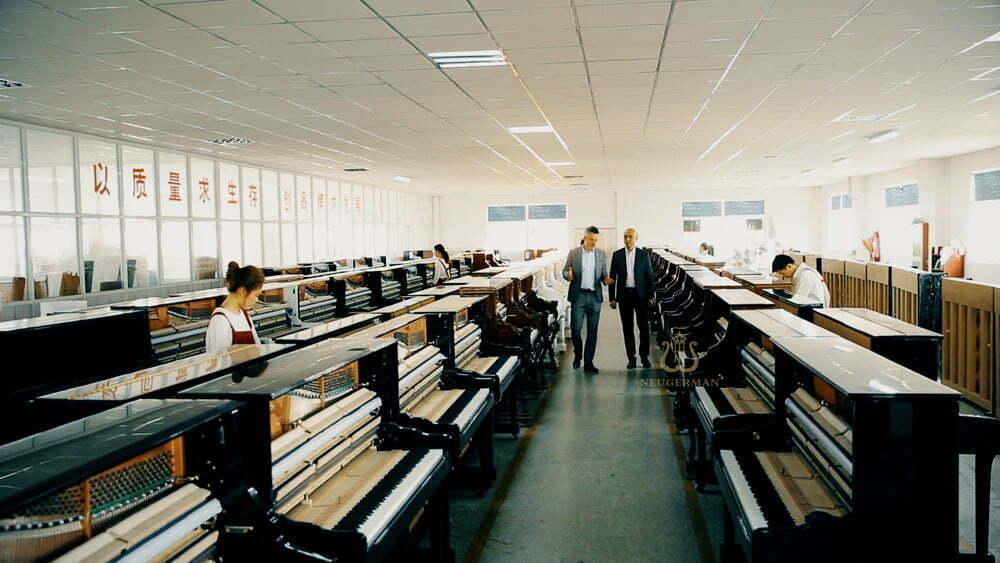 诺英德曼钢琴生产车间